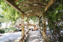 凤凰山陵园园内长廊