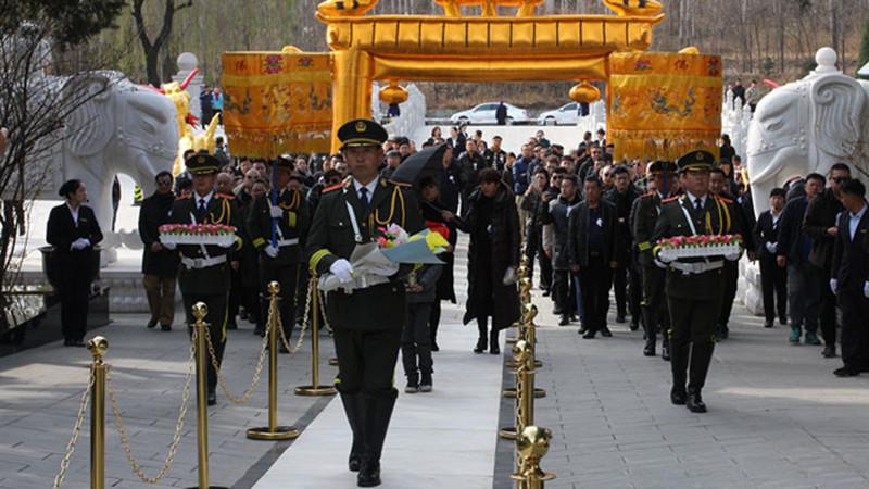 河北华龙皇家陵园安葬仪式
