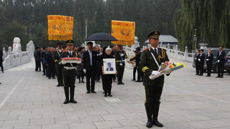 华龙皇家陵园仪式