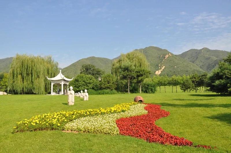 侯耀文墓地风景