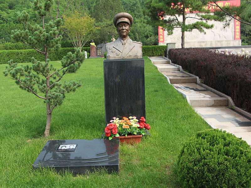 天寿陵园军魂园烈士雕像