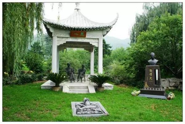 侯耀文的墓地