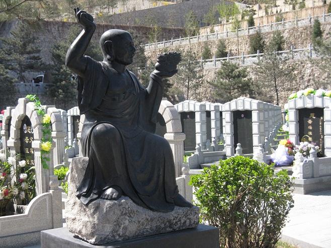 灵山宝塔陵园罗汉园雕像
