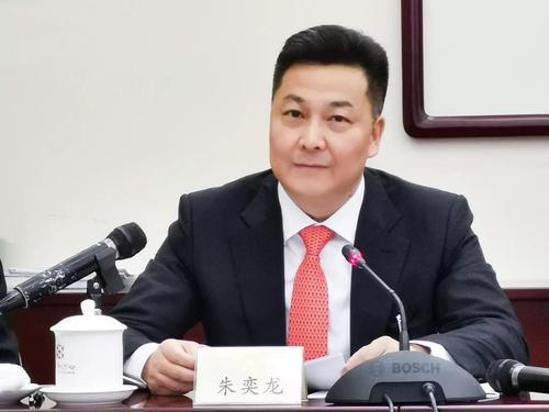 全国政协委员朱奕龙