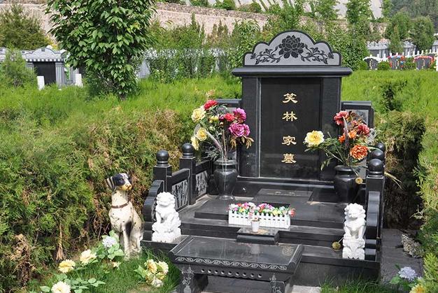 盘龙台公墓名人笑林墓