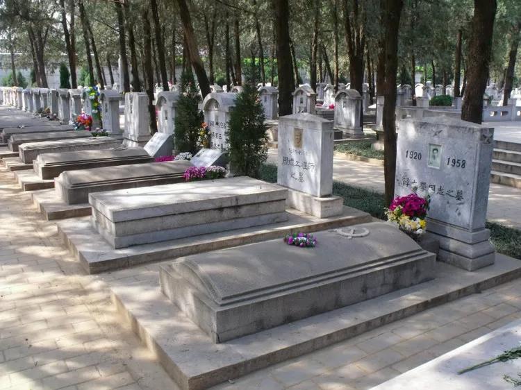 八宝山公墓