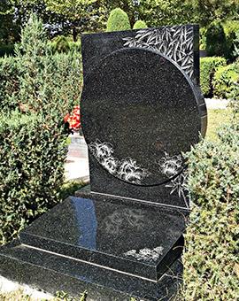 整碑采用黑晶花石材