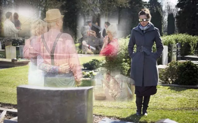 """在墓园里""""看见""""逝去的人"""