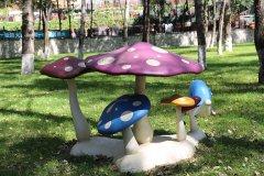 园区蘑菇雕像
