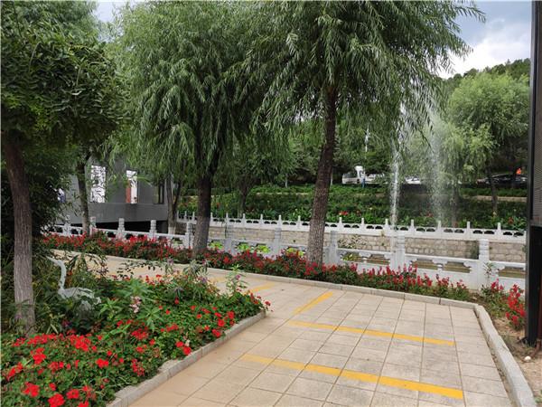 昌平景仰园陵园入口处的环境