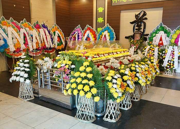 殡葬一条龙服务中中布置的告别厅