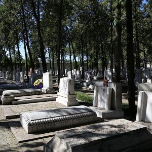 标准墓区烈士碑